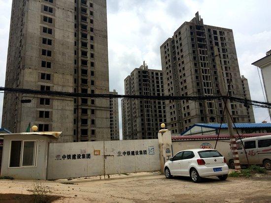 昆明30户居民入驻烂尾楼是哪个房地产公司开发的-1