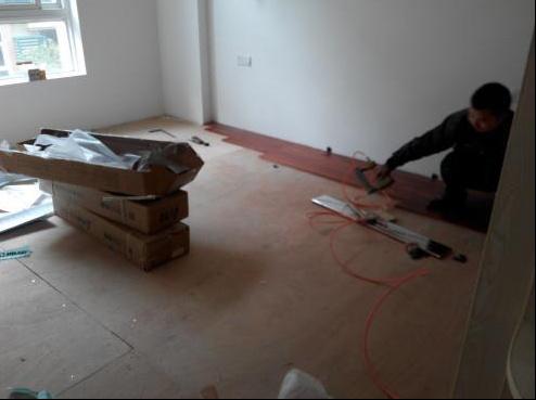 瓷砖上面直接铺木地板,原来还要做这道工序,后悔没早点知道-5