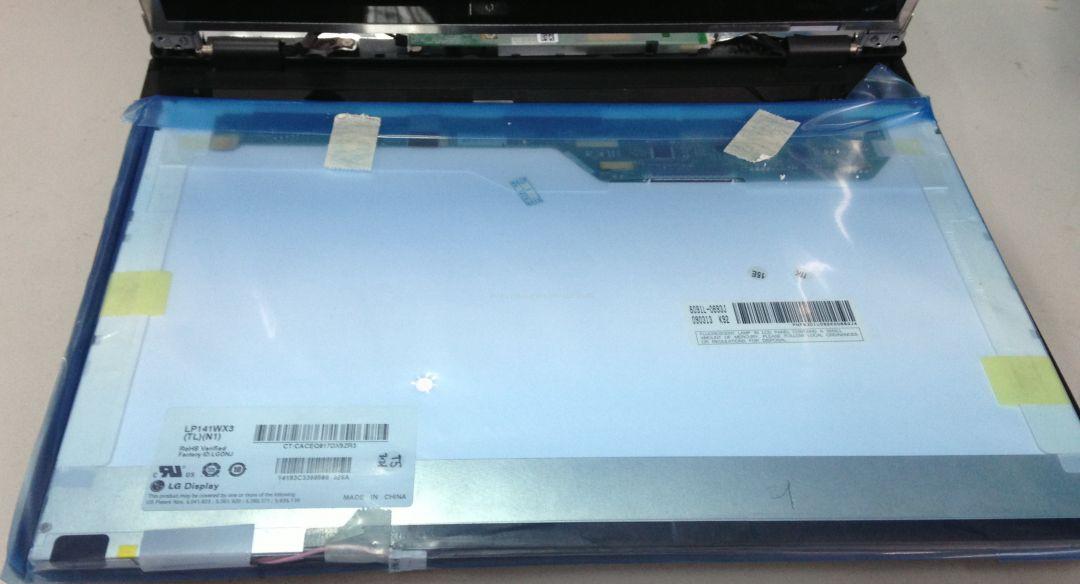 DELL 灵越系列笔记本 1427 更换显示屏-1